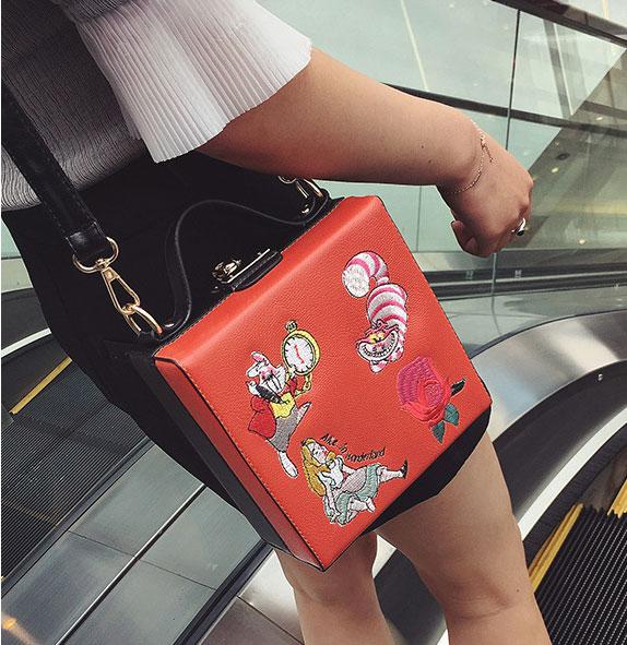 พร้อมส่ง ขายส่ง กระเป๋าถือและสะพายข้างทรงกล่อง แต่งลายปักแฟชั่นสไตล์เกาหลี TIANCAI รหัส H-644-7 สีแดง 2 ใบ