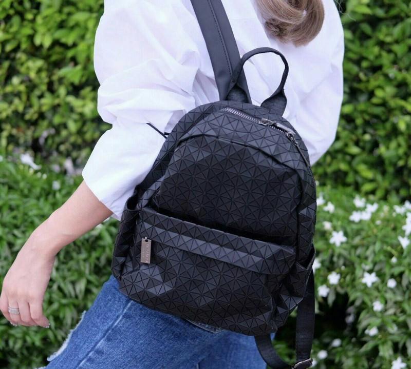 กระเป๋าเป้ผู้หญิง กระเป๋าสะพายหลังแฟชั่น เป้ Bao Bao บล้อคเล็ก Logo (ใบเล็ก) [สีดำ]