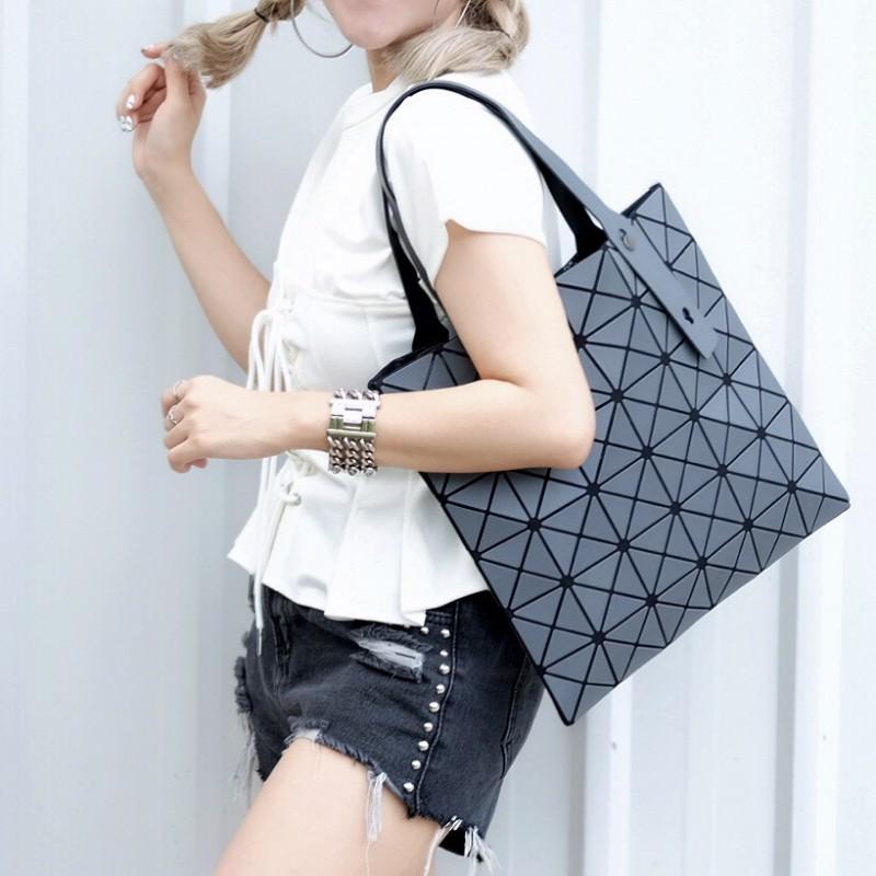 กระเป๋าสะพายแฟชั่น กระเป๋าสะพายข้างผู้หญิง Bao Bao 6x6 logo [สีเทา]