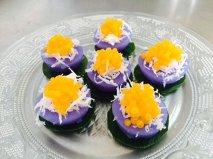 ขนมดอกอัญชัน (ฺButterfly pea with coconut and sweet egg drop topping)
