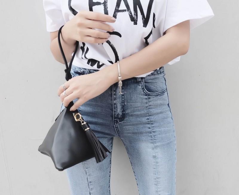 กระเป๋าครัช กระเป๋าถือ สามเหลี่ยมเล็ก [สีดำ]