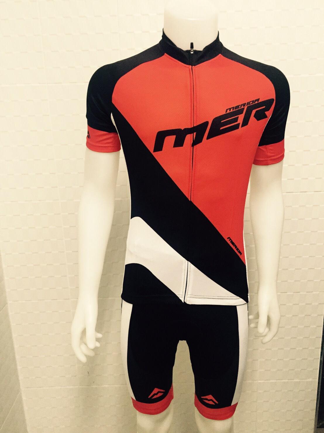 ชุดปั่นจักรยานแขนสั้น MERIDA สีดำแดง เป้าเจล 5D (แอดไลน์ @pinpinbike ใส่ @ ข้างหน้าด้วยนะคะ)