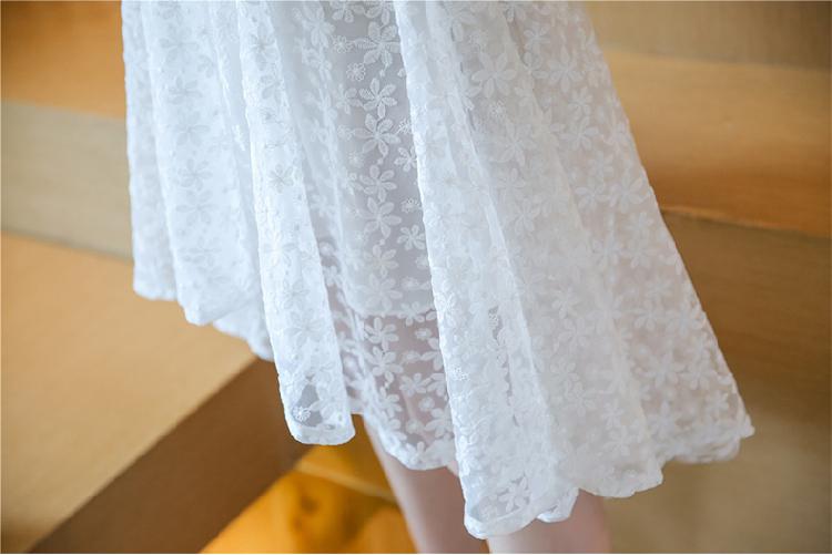 ชุดลูกไม้สีขาวแขนกุดกระโปรงสั้นปล่อยชายแนวเจ้าหญิงสวยๆ