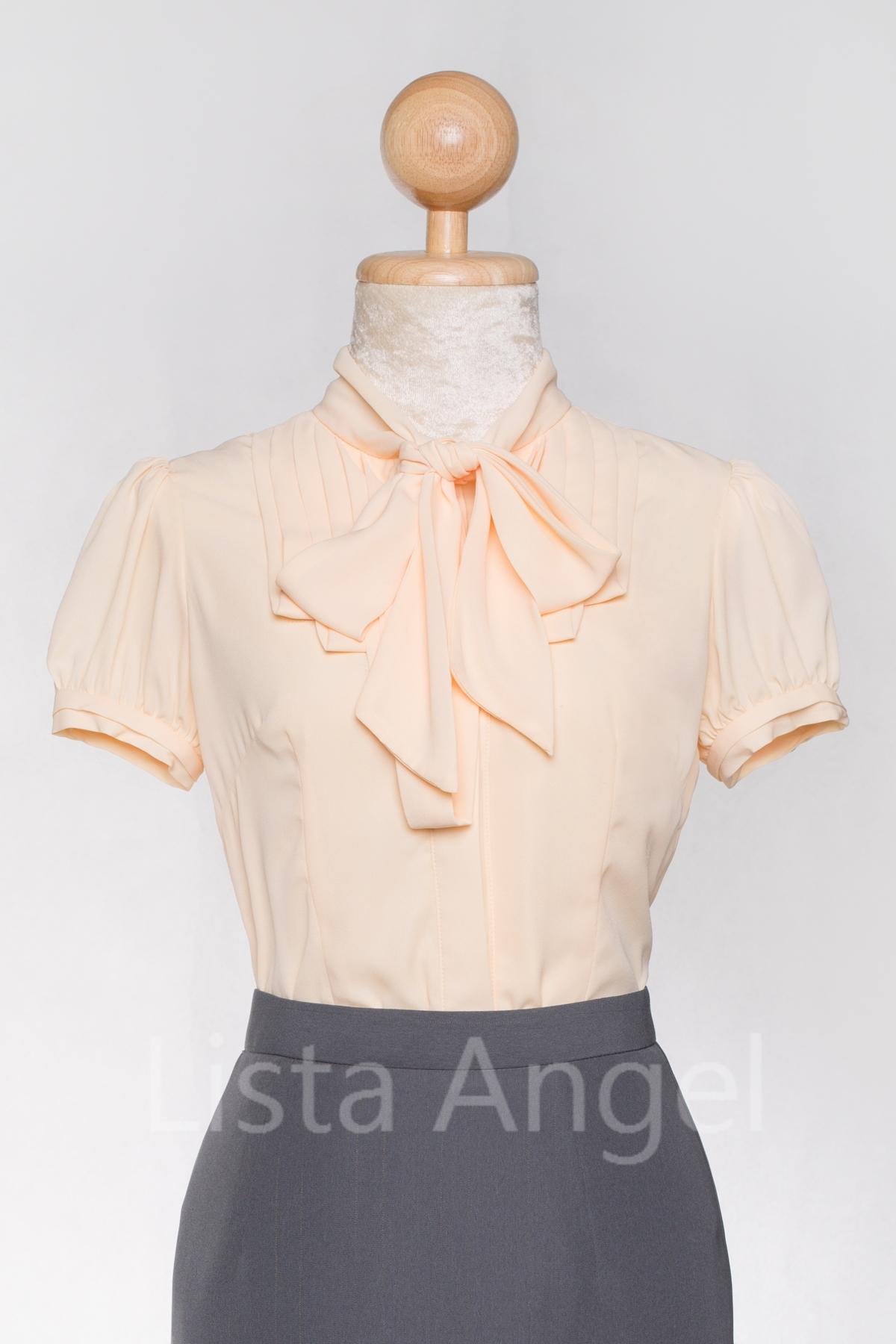 เสื้อสีครีมตีเกร็ด คอผูกโบว์แขนสั้น
