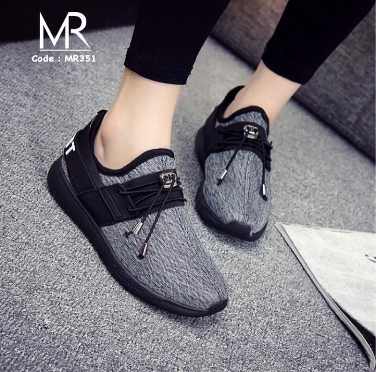 รองเท้าผ้าใบทรงสปอร์ต แบบเชือกรูด (สีดำ )
