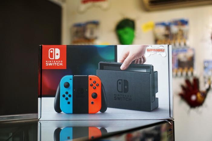 Nintendo Switch (Neon Red/Blue)