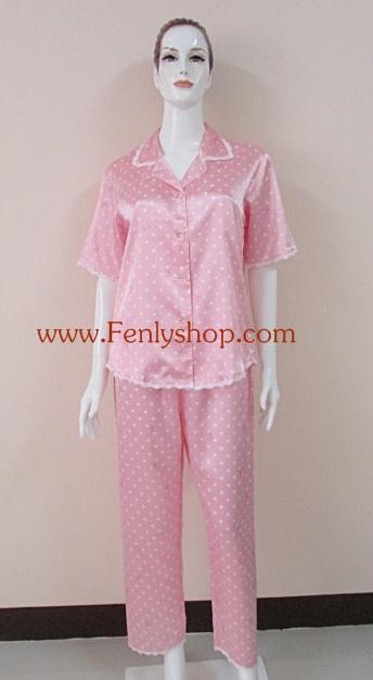 ชุดนอน(ญ)ผ้าซาตินแขนสั้นขายาวฟรีไซส์ แบบลายกลมขาว สีชมพูหวาน ตกแต่งด้วยผ้าลูกไม้