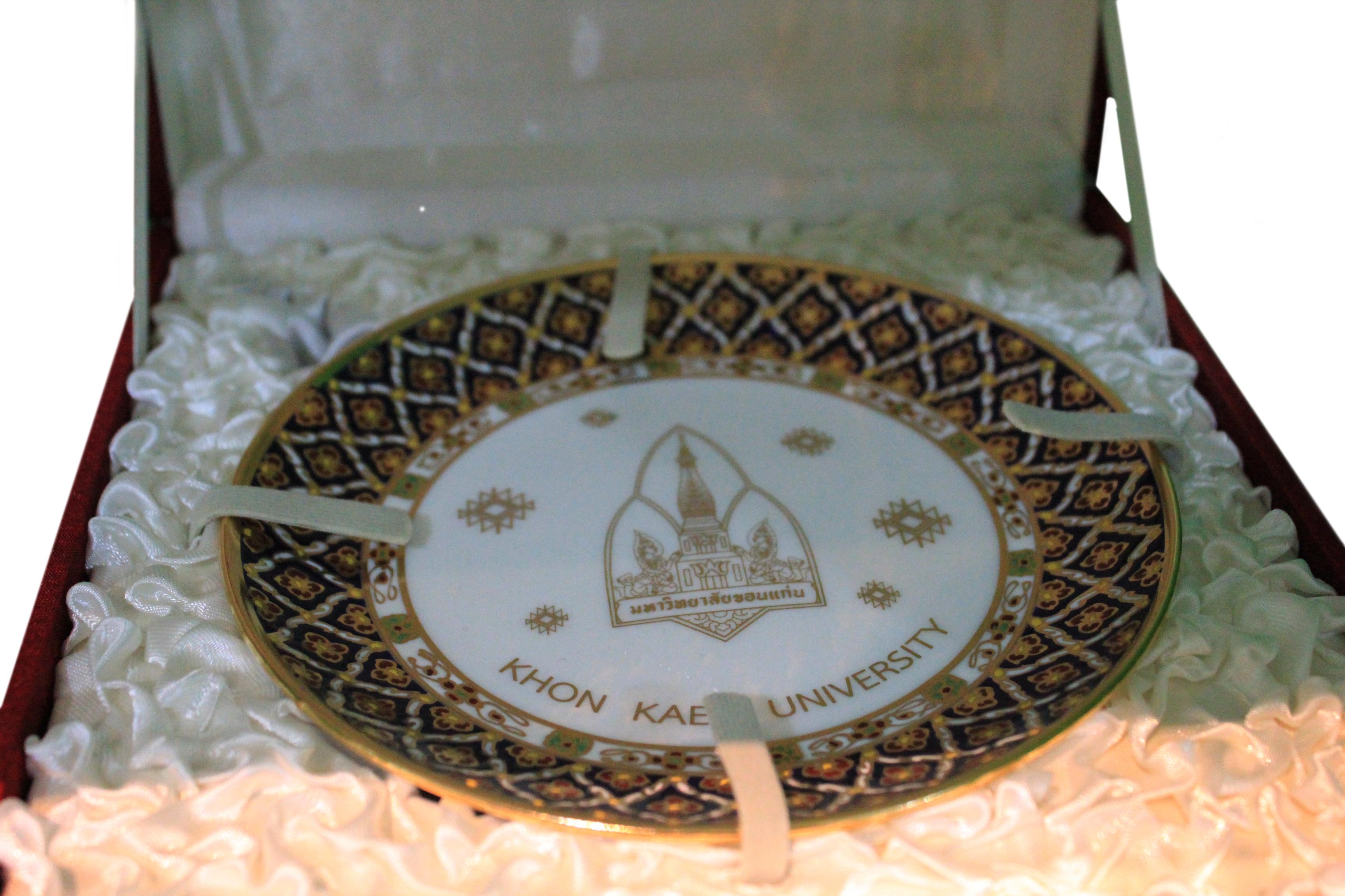 จานเบญจรงค์ขอบทอง พร้อมกล่อง