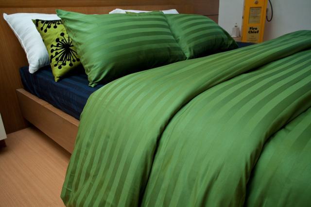 ชุดผ้าปูที่นอนโรงแรมลายริ้ว 3.5 ฟุต (3 ชิ้น) สีเขียว