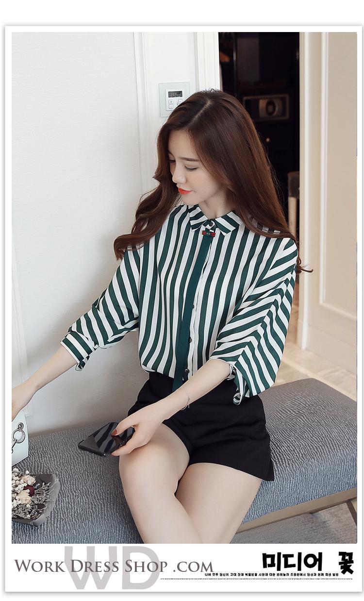 Pre-order เสื้อทำงาน สีเขียวลายทางขาว คอปกแต่งโบว์เล็กน่ารัก แขนห้าส่วน เนื้อผ้าระบายอากาศได้ดี