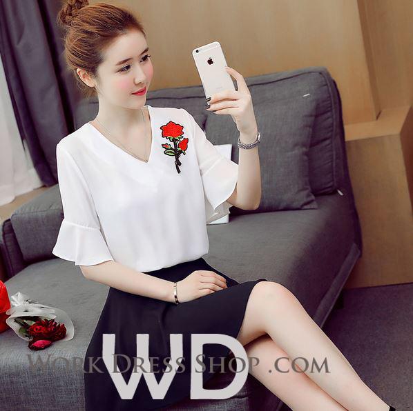 Preorder เสื้อทำงาน สีขาว คอวี แขนระบาย อกเสื้อแต่งดอกกุหลาบสวยงาม
