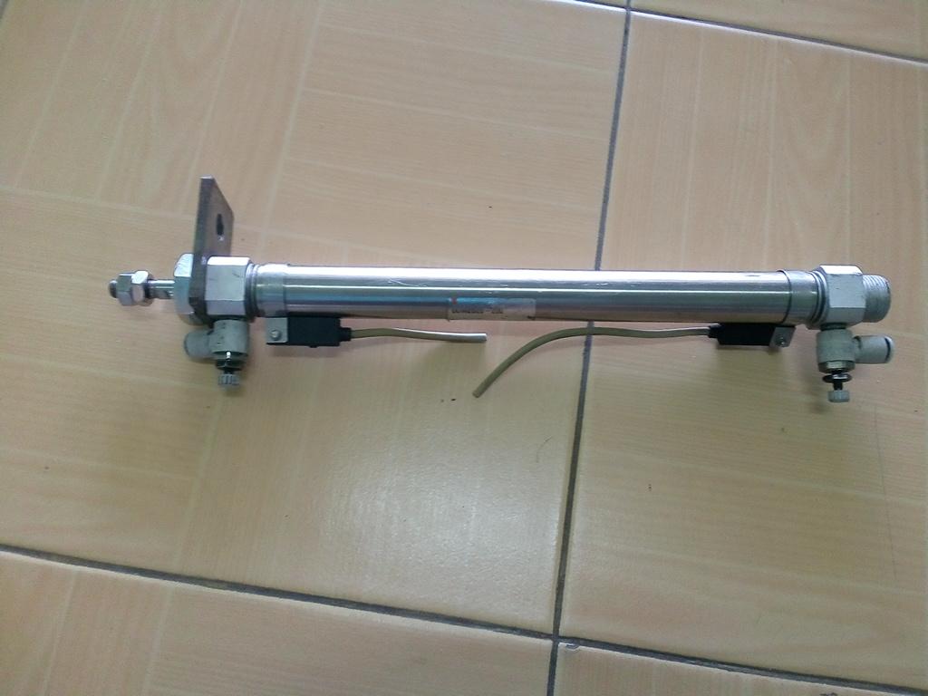 กระบอกลม SMC CDM2B20-200 สินค้ามือ 2