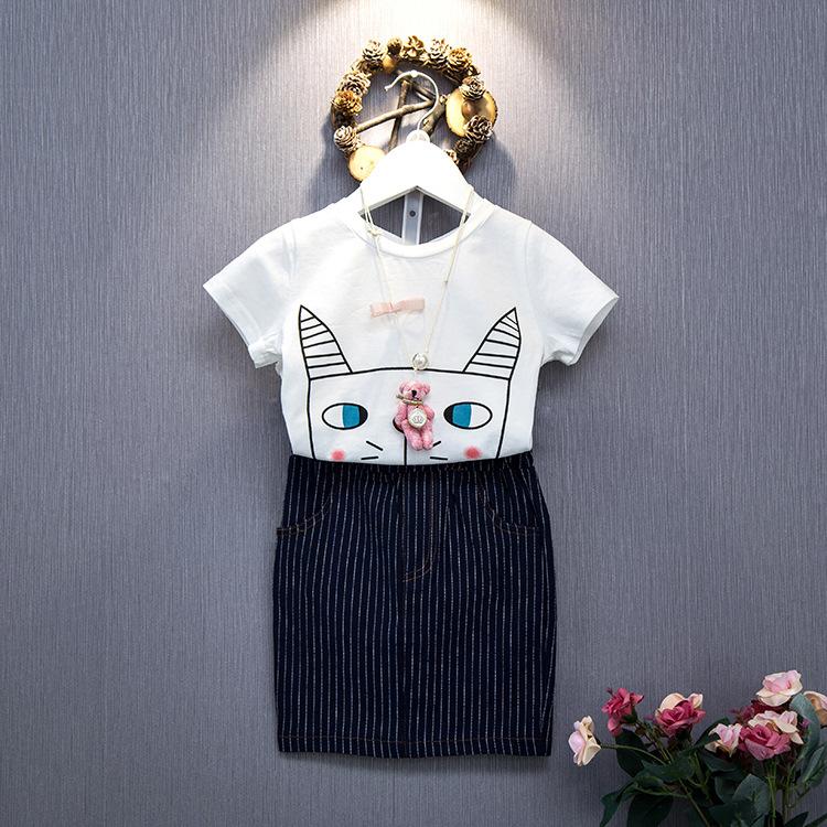 ชุดเซ็ทน่ารัก เสื้อสีขาวลายแมว+กระโปรงเอวยางยืด ใส่คู่กันเข้าชุดสุดๆ ใส่แล้วดูเก๋น่ารักมากเลยค่ะ