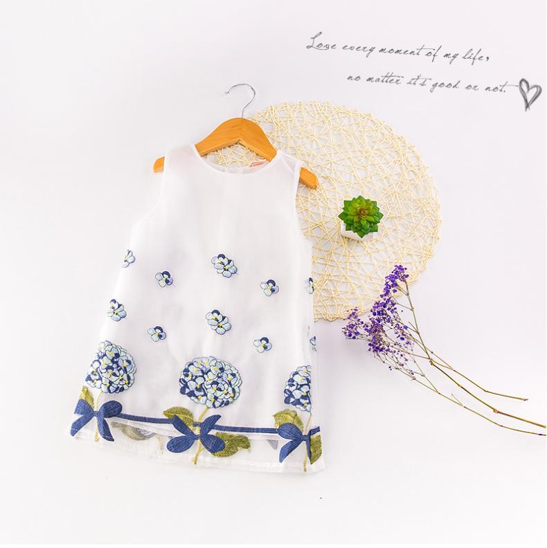ชุดเดรสสาวน้อย ปักลายดอกไม้ แขนกุดซิปหลัง ชุดนี้เก๋สุดๆ น่ารักมากค่ะ