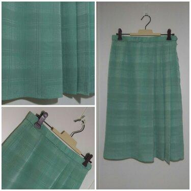 กระโปรงผ้าสีเขียวอ่อน