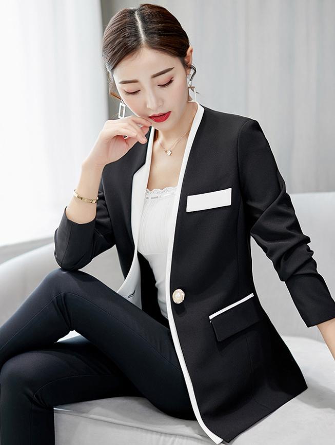 เสื้อคลุมสูทใส่ทำงาน แต่งริมผ้า โทนสีขาวดำ