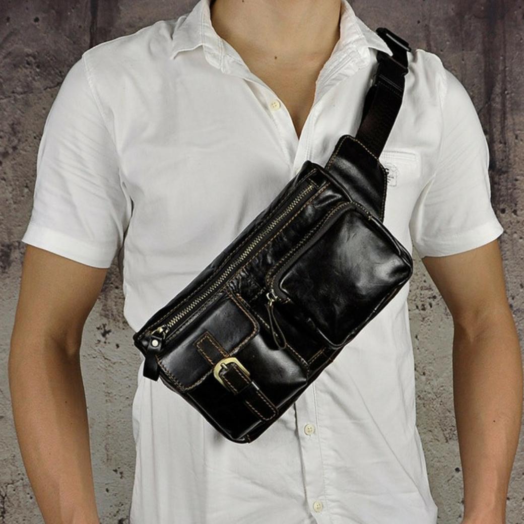 กระเป๋าคาดเอว หรือ กระเป๋าคาดอก เป็นกระเป๋าหนังแท้ สำหรับใช้เป็นกระเป๋าพกพา และเหมาะสำหรับผู้ชาย