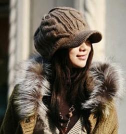หมวกไหมพรมแฟชั่นเกาหลีพร้อมส่ง ทรงดีไซต์เก๋ มีที่บังหน้า สีน้ำตาล