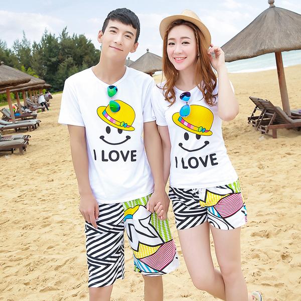 เสื้อคู่รัก ชุดคู่รักเที่ยวทะเลชาย +หญิง เสื้อยืดสีขาวลายยิ้ม I Love กางเกงขาสั้นลายเส้น +พร้อมส่ง+