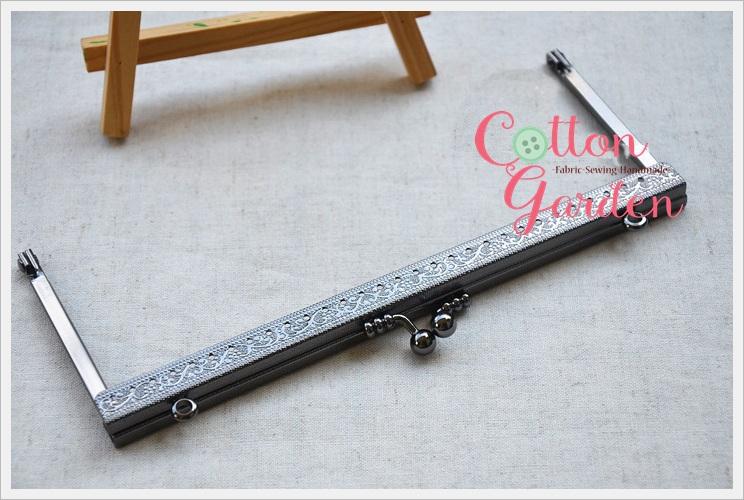 ปากกระเป๋าโลหะ ปิ้กแป้ก Metal frame ทรงเหลี่ยมคลาสสิค ขนาด 20 cm สีดำ