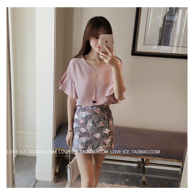 เสื้อแฟชั่นเกาหลี แขน 2 ส่วนแต่งระบายใหญ่ สวยเก๋ สีชมพูอ่อน + สร้อยคอ