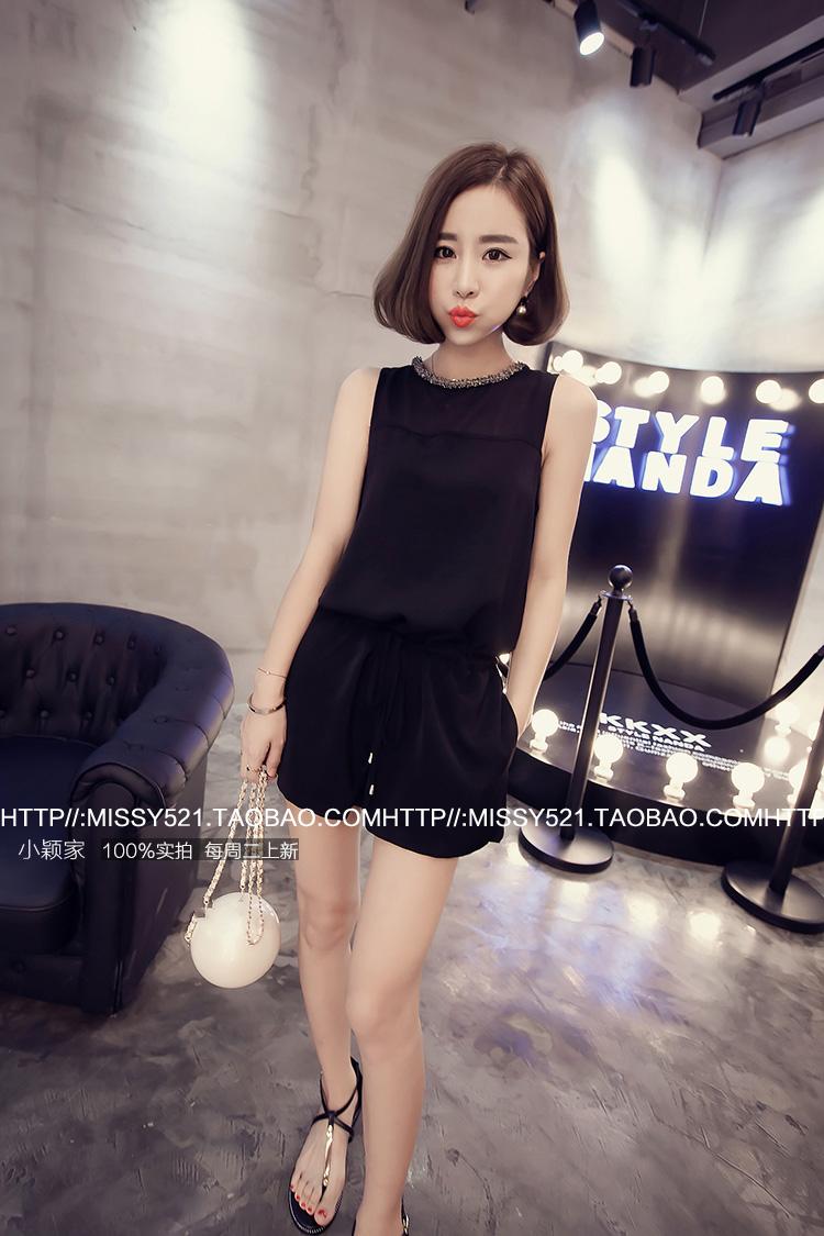 จั๊มสูทแฟชั่นเกาหลี แต่งคอเสื้อตามภาพ ช่วงตัวเสื้อและกางเกงทรงปล่อย สีดำ