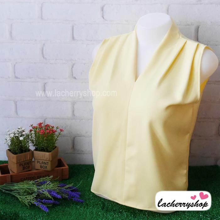 เสื้อผ้าแฟชั่น เสื้อทำงาน ผ้าฮานาโกะ สีเหลืองอ่อน แขนกุด จับจีบช่วงไหล่แต่งทรง สวยเรียบหรู ใส่ได้ทุกโอกาส