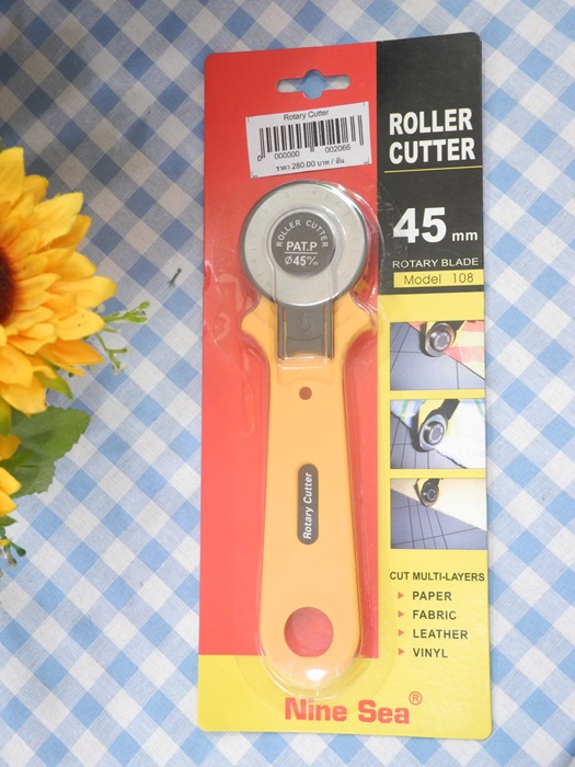 Rotary Cutter ขนาด 4.5 cm สำหรับตัดผ้าที่ต้องการความแม่นยำ ตัดผ้าได้ตรงกว่ากรรไกร