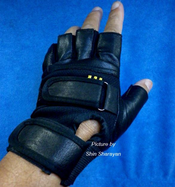 ถุงมือมอเตอร์ไซค์หนัง+ผ้า แบบครึ่งมือ R