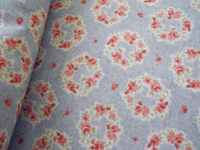 คอตตอนเกาหลีลายดอกไม้ โทนฟ้าเทา เนื้อผ้านิ่มตัดเสื้อได้ เหมาะกับงานผ้าทุกชนิด