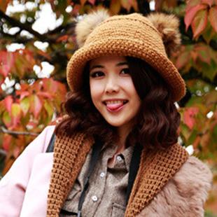 หมวกไหมพรมแฟชั่นเกาหลีพร้อมส่ง ทรงดีไซต์เก๋ หมวกสีน้ำตาล แต่งขนด้านบน