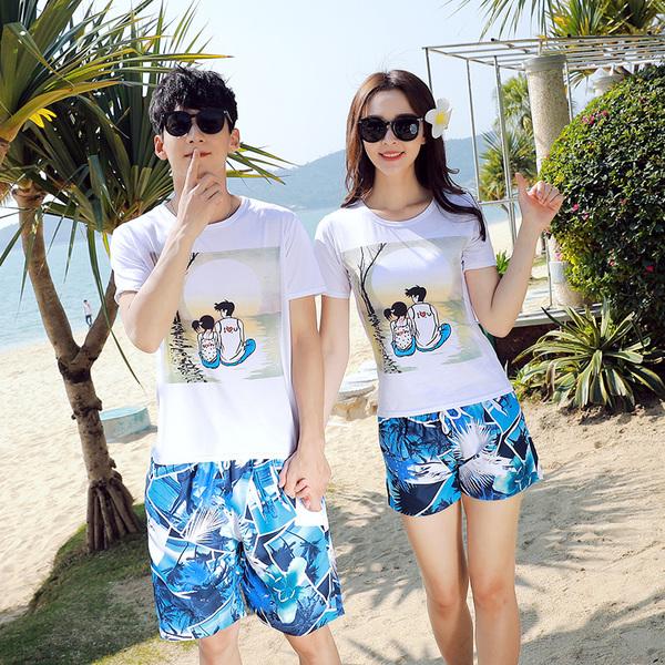 เสื้อคู่รัก ชุดคู่รักเที่ยวทะเลชาย +หญิง เสื้อยืดสีขาวลายคู่รักสวีทพระอาทิพย์ตกดิน กางเกงขาสั้นลายแฉกโทนสีฟ้า +พร้อมส่ง+