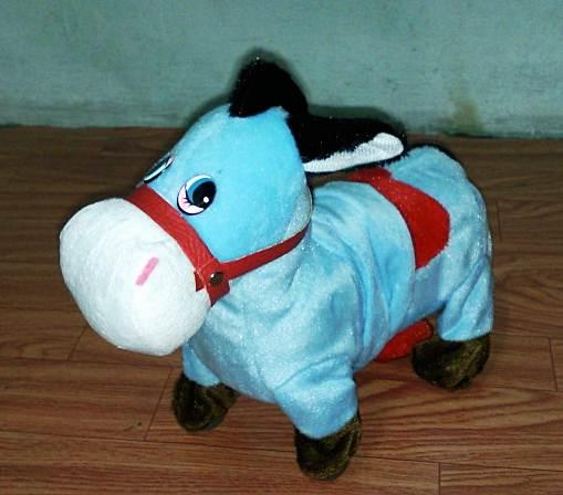 ตุ๊กตาม้าเดินได้ ส่ายก้นได้ มีเสียงเพลง สีฟ้า (มาใหม่ล่าสุด) (ซื้อ 3 ชิ้นราคาส่ง 300)