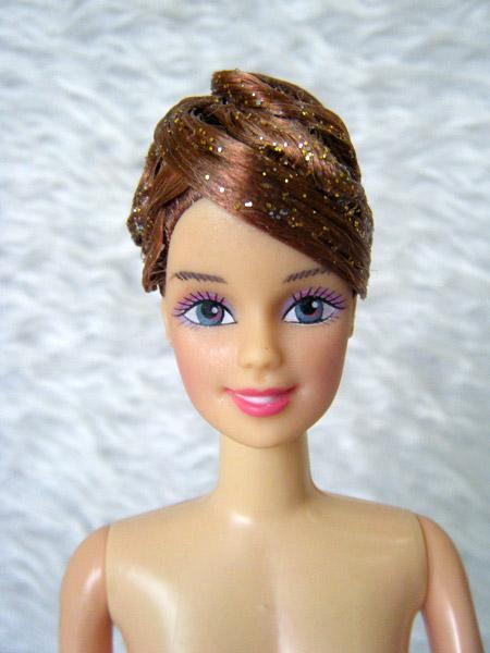 ตุ๊กตาผู้หญิงประดิษฐ์ทรงผม