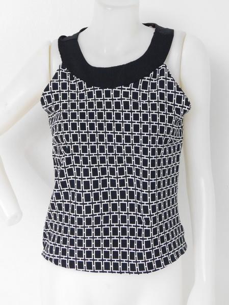851002 ขายส่งเสื้อผ้าแฟชั่นเสื้อแขนกุด ลายขาวดำ สวยดูดีค่ะ 32นิ้ว ยาว 22 นิ้ว