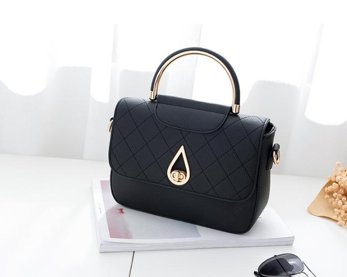 กระเป๋าถือ simple plate (สี Black)