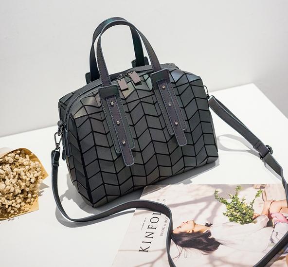 กระเป๋าสะพายข้างผู้หญิงสีเมทัลลิค Fashion Lady