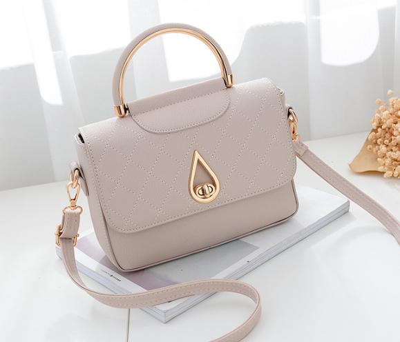 กระเป๋าถือ simple plate (สี White)