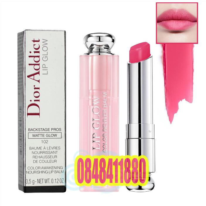 Dior Addict Lip Glow Backstage Pros Color Reviver Balm SPF10 ปกติ 3.5 g #102 Matte Raspberry ลิปบาล์ม บำรุงริมฝีปากเนื้อนุ่ม เรียวปากเอิ่บอิ่ม พร้อม SPF 10 ช่วยป้องกันแสงแดด มอบความชุ่มชื่นให้ริมฝีปากดูอวบอิ่ม ช่วยให้ริมฝีปากไม่แห้งกร้าน หรือแตกเป็นขุย ช่