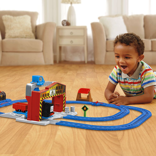 รถไฟ Thomas Diesel's Lift & Shift Set by Fisher Price ส่งฟรี