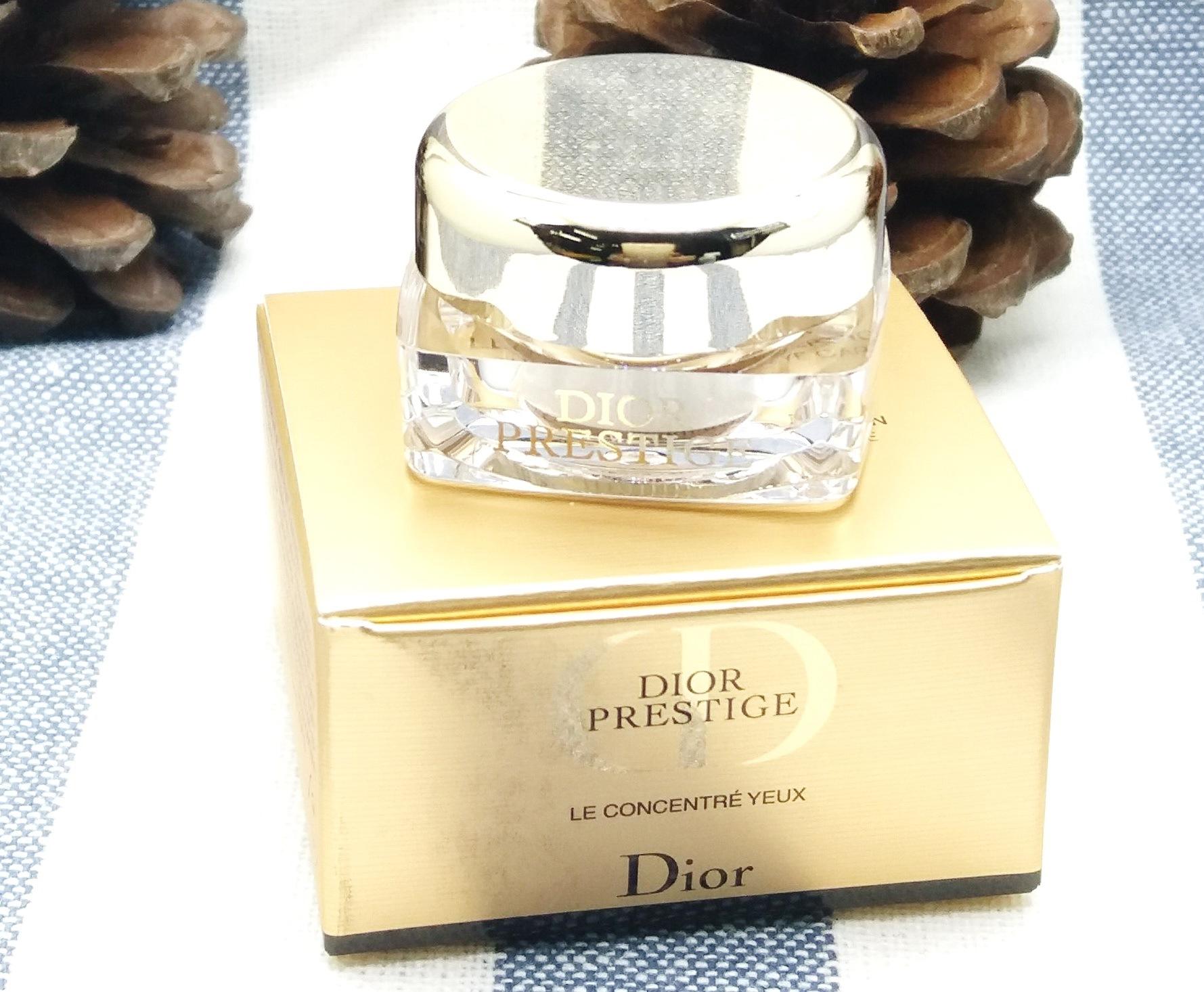 Dior Prestige Rose Satin Revitalizing Eye Creme 3ml. ครีมเนื้อเนียนลื่นดุจแพรไหม กระตุ้นพลัง ฟื้นฟูความเรียบเนียนและกระจ่างใส คืนความอ่อนเยาว์ให้ผิวรอบดวงตาและเปล่งประกาย กระจ่างใสขึ้น บำรุงผิวรอบดวงตาสูตรอ่อนโยนให้เนื้อครีมบางเบา ช่วยลดเลือนรอยหมองคล้ำ อ
