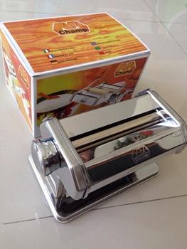เครื่องรีดดิน (Pasta machine)