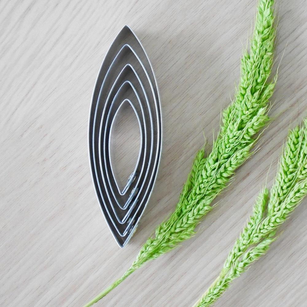 พิมพ์ตัด ดอกบัวสาย (กลาง)