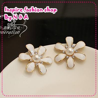 ตุ้มหูดอกไม้ประดับไข่มุกสีขาว Love ornaments century wrinkle daisy flower earrings Korea Korea retro earrings earrings jewelry