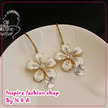 ตุ้มหูดอกไม้ประดับเพชร Love ornaments century wrinkle daisy flower earrings Korea Korea retro earrings earrings jewelry