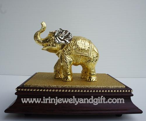 ช้างทอง พร้อมตู้กระจก
