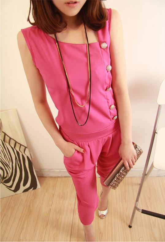 Classic จั๊มสูทกางเกงขาห้าส่วนเสื้อแขนกุดสีชมพูกระดุมผ่าเฉียงด้านข้างทรงสบาย คลาสสิคค่ะ