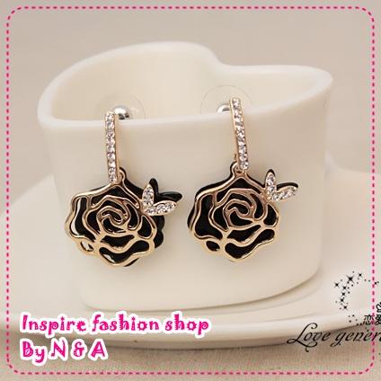 ตุ้มหูดอกกุหลาบสีดำ Special feedback aesthetic temperament models roses earrings Korea Korea Europe and the United States retro earrings female