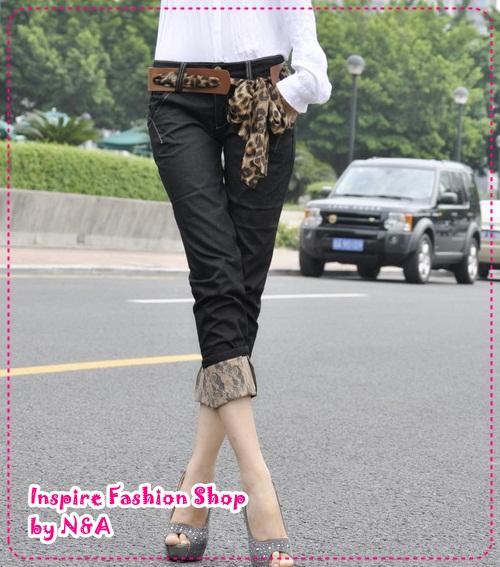 [Preorder] กางเกงยีนส์ขาสามส่วนพร้อมเข็มขัดแฟชั่นเก๋ๆ สีดำ Classic lace the flange trousers pantyhose (to send the belt shop model stars) super good quality