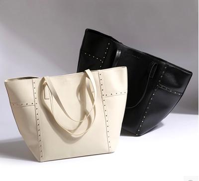 พร้อมส่งค่ะ New Mango Touch rivet shoulder bag สวยทุกสีจ้า